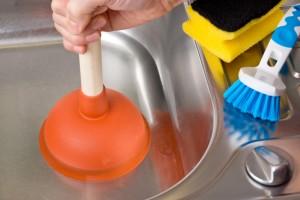 Verstopfung im Abflu mit Saugglocke / Pmpel reinigen